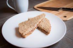 Manteiga de amendoim e sanduíche da geléia Foto de Stock Royalty Free