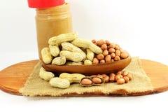 Manteiga e amendoins de amendoim inteiros e descascados Imagens de Stock Royalty Free