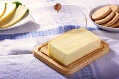 Manteiga e fundo branco isolado queijo Fotos de Stock
