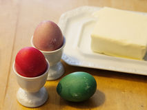 Manteiga e três ovos da páscoa Imagens de Stock Royalty Free