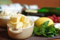 Manteiga, hortelã e outros ingredientes para o cozimento Imagem de Stock
