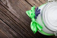 Manteiga natural DIY do corpo da alfazema e do coco Imagem de Stock