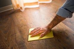 Manteinance de plancher en bois dur image libre de droits