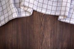 Mantel Checkered en el vector de madera Imagenes de archivo
