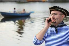 mantelefonen piratkopierar dräktsamtal Royaltyfri Bild
