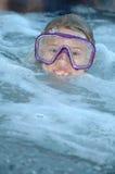 Mantenga la vostra testa sopra l'acqua Immagini Stock