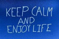 Mantenha calmo e aprecie a vida foto de stock