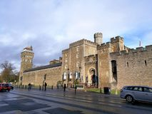 Mantenha no castelo Gales de Cardiff, Reino Unido imagens de stock