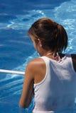 Mantenimiento de la piscina imagen de archivo libre de regalías