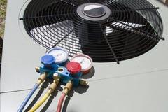 Mantenimiento de la pompa de calor Imagenes de archivo