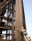 Mantenimiento de la torre Eiffel (París/Francia) imagen de archivo