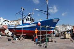Mantenimiento del barco de pesca Imágenes de archivo libres de regalías
