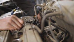Mantenimiento del motor de coche almacen de video