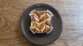 Mantequilla de cacahuete en la placa negra Fotos de archivo libres de regalías