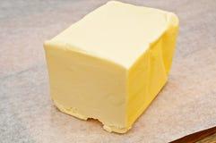 Mantequilla en papel de pergamino Imagen de archivo