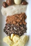 Mantequilla, habas, polvo, azúcar y chocolates del cacao imagen de archivo libre de regalías