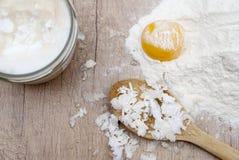 Mantequilla, harina y huevo de coco fotografía de archivo