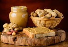 Mantequilla y cacahuetes de cacahuete Imagenes de archivo