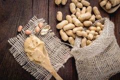 Mantequilla y cacahuetes de cacahuete Foto de archivo libre de regalías