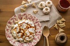 Manti/τουρκικό Ravioli με το γιαούρτι Στοκ Εικόνες
