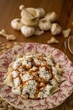 Manti/raviolis turcos con el yogur Fotografía de archivo