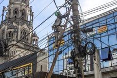 Mantiene una energia elettrica Fotografie Stock Libere da Diritti