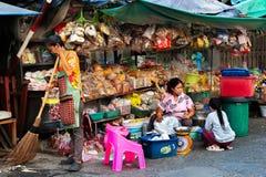 Mantimento da rua, porcas e vendedor das especiarias fotos de stock