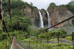 Manto de la brud- novia (skyla), vattenfall Royaltyfria Foton