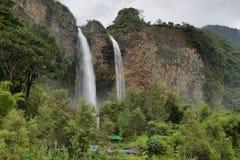 Manto de la brud- novia (skyla), vattenfall Arkivfoto