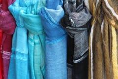 Mantones exhibidos para la venta Imagen de archivo