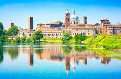Mantua cityscape i Lombardy, Italien royaltyfri foto