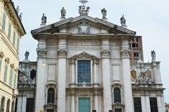 MANTUA, ITÁLIA - 19 DE JULHO DE 2017: a vista da catedral de Mantua dedicou a St Peter, Mantua, Itália Imagem de Stock