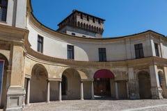 Mantua, piazza Castello architektury widok - Lombardy, Włochy: Wewnętrzna kolumnada obrazy royalty free