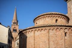 MANTUA: Rotonda Di San Lorenzo kościół i Zegarowy wierza w Mantua Mantova Włochy obrazy stock