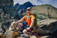 Manturist med hunden Fotografering för Bildbyråer