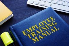 Manual da formação de trabalhadores em uma tabela imagem de stock