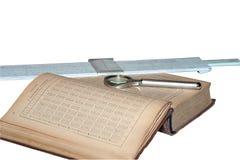Manual de las matemáticas, de la lupa y de un isola de la regla de diapositiva Fotografía de archivo libre de regalías