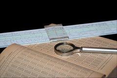Manual de las matemáticas, de la lupa y de una regla de diapositiva Foto de archivo