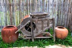 Manual tradicional de la máquina del frotamiento del arroz Foto de archivo