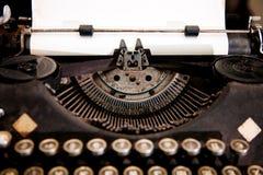 Manual viejo de la antigüedad del Libro Blanco de la carpeta del gabinete de la tabla de la máquina de escribir imagen de archivo