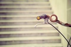 Manubrio arrugginito della bicicletta nell'effetto d'annata Fotografia Stock Libera da Diritti