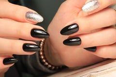 Manucure d'ongles de mode photographie stock