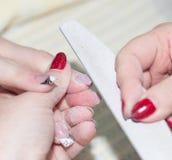 Manucure dans le salon de beauté Photos libres de droits