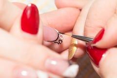 Manucure dans le salon de beauté Image stock