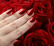 Manucure métallique rouge Images stock