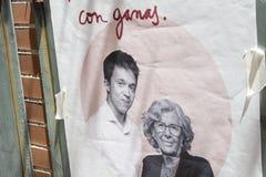 Manuela Carmena och Ã-Ã±igo Errejà ³ n som annonserar för det Madrid kommunalvalet arkivfoto