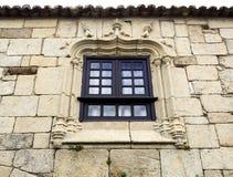 Manueline窗口和犹太教堂 库存照片