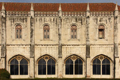 Manueline stilfasad. Monasteiro DOS Jeronimos.  Lissabon. Portugal royaltyfria bilder
