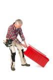 Manuell arbetare med den tunga verktygslådan Arkivfoton