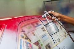 Manuell målande om igen bil arkivbild